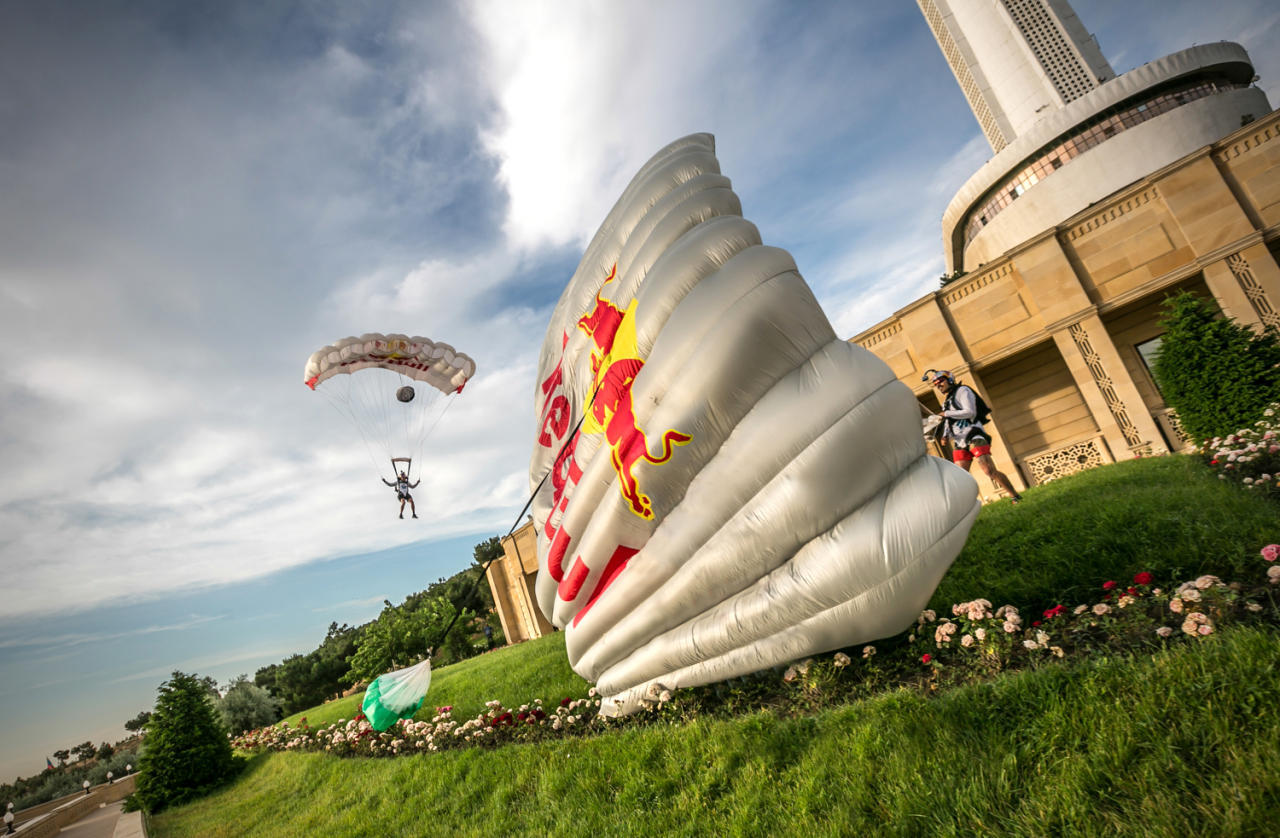 Red Bull Skydive >> Red Bull Skydive Team Explores Beauty Of Baku Video