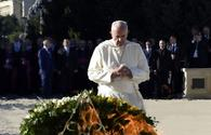 "Pope Francis visits Alley of Martyrs in Baku [UPDATE] <span class=""color_red"">[PHOTO]</span>"