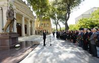 "Presidential couple unveil monument to world-renowned singer Rashid Behbudov <span class=""color_red"">[PHOTO]</span>"