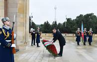 "President Aliyev pays tribute to martyrs <span class=""color_red"">[PHOTO]</span>"