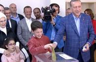 Turkish president votes in constitutional referendum