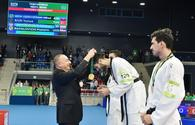 "Ilham Aliyev presents medals to Baku 2017 taekwondo winners <span class=""color_red"">[VIDEO]</span>"
