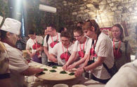 "Tourists learn how to cook Azerbaijani qutab <span class=""color_red"">[PHOTO]</span>"