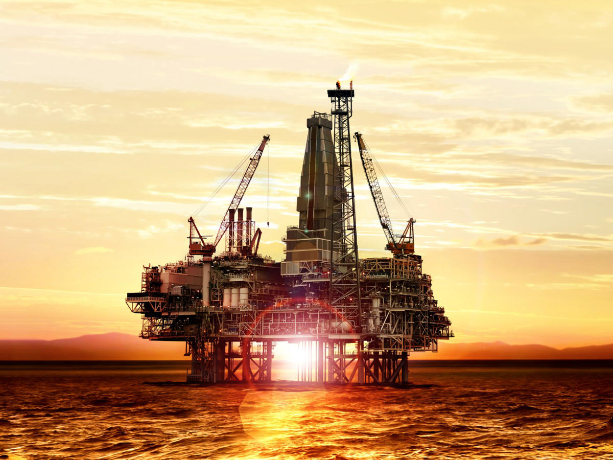 BP's Dudley says Azeri oilfield contract extension profitable at current prices