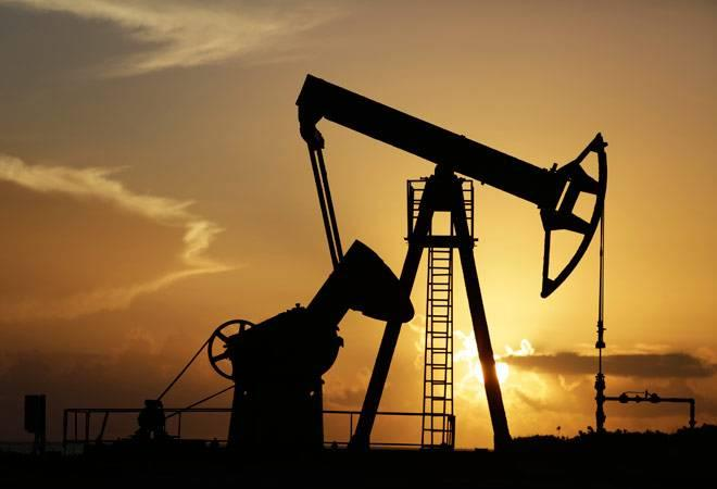 Oil settles lower after rally on pipeline outage; Brent premium narrows