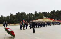 "Azerbaijani president, first lady pay tribute to martyrs <span class=""color_red"">[PHOTO]</span>"