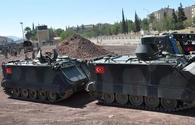 Turkey sends special forces, tanks to border with Syria