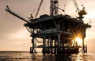 Crude prices slightly decrease