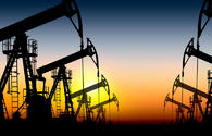 Oil prices fluctuate due to mixed factors