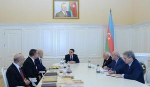 "National flag once hung in ADR parliament presented to Azerbaijan's government <span class=""color_red"">[PHOTO]</span>"