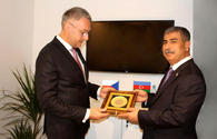 Defense Minister meets Czech counterpart