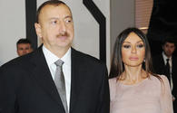 Azerbaijani president, first lady pay tribute to January 20 martyrs