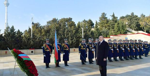 """Azerbaijani president, first lady pay tribute to January 20 martyrs <span class=""""color_red"""">[PHOTO]</span>"""