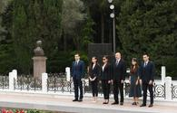 "Azerbaijani president, First Lady visit grave of national leader Heydar Aliyev <span class=""color_red"">[PHOTO]</span>"