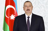 Ilham Aliyev receives congratulations on occasion of Republic Day