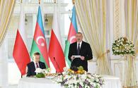 President Ilham Aliyev hosts official reception in honor of Polish President Andrzej Duda