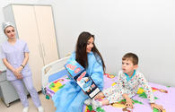 "Leyla Aliyeva meets with children undergoing treatment <span class=""color_red"">[PHOTO]</span>"