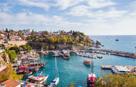 How many Azerbaijani citizens live in Turkey's Antalya?