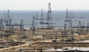 Azerbaijan lowers oil, boosts gas production