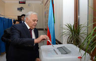 Speaker of Azerbaijani Parliament casts vote municipal elections