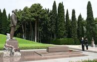 "Azerbaijani president, first lady visit tomb of national leader Heydar Aliyev <span class=""color_red"">[PHOTO]</span>"