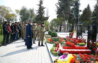 "Azerbaijani Defense Ministry visits Alley of Martyrs in Barda city <span class=""color_red"">[PHOTO/VIDEO]</span>"