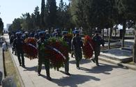 "Azerbaijani Air Force servicemen visit graves of martyrs of April battles <span class=""color_red"">[PHOTO/VIDEO]</span>"