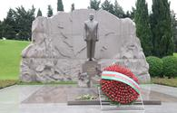 """Public reps of Azerbaijan paying tribute to late National Leader Heydar Aliyev <span class=""""color_red"""">[PHOTO]</span>"""