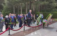 """Turkey's ruling party delegation visits Alley of Honor, Alley of Martyrs in Baku <span class=""""color_red"""">[PHOTO]</span>"""