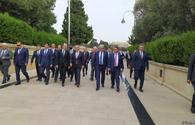 Economy, trade ministers from Turkic Council states visit Martyrs' Alley in Baku