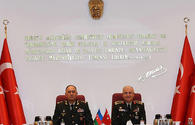 """Azerbaijani, Turkish top defence officials eye military co-op <span class=""""color_red"""">[PHOTO]</span>"""