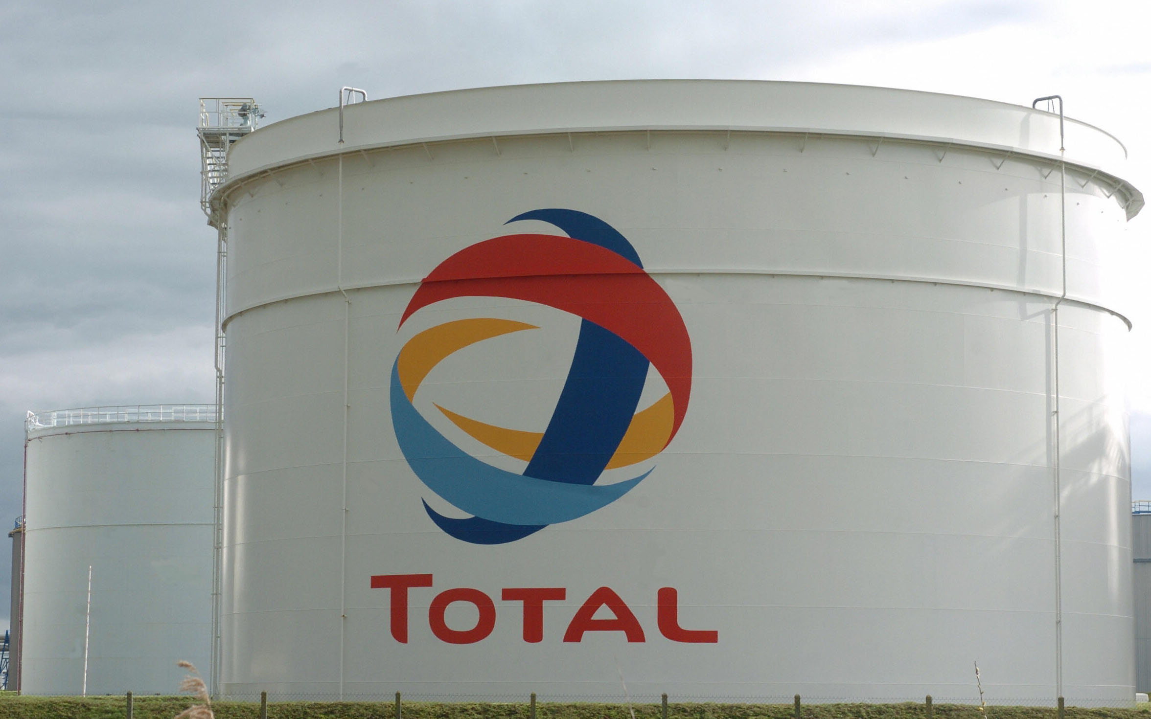 Total wins stake in Abu Dhabi's biggest onshore oil fields